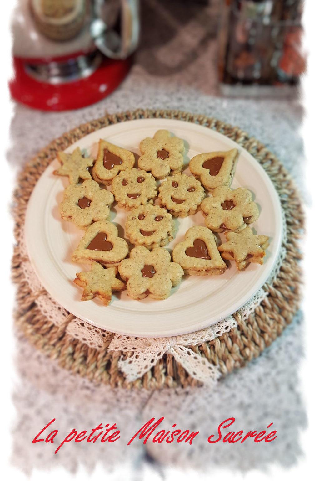 Biscotti alla frolla di nocciole con grano saraceno e pezzi di mandorla