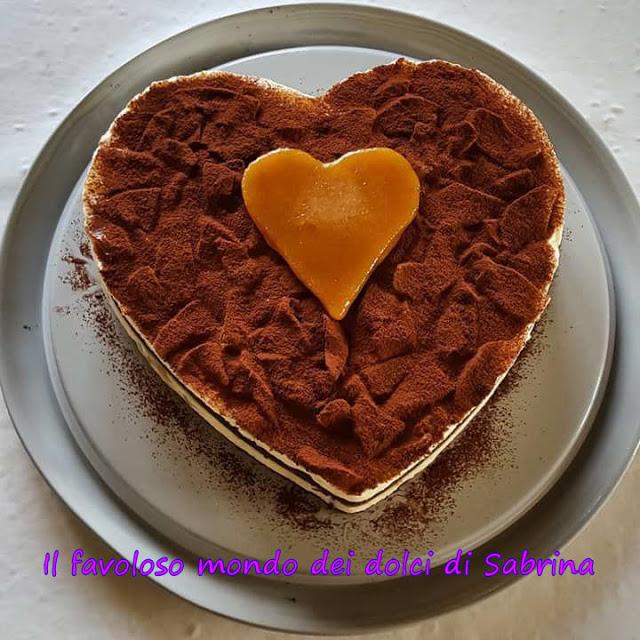 Dolce cuore di mascarpone, cioccolato e pere caramellate
