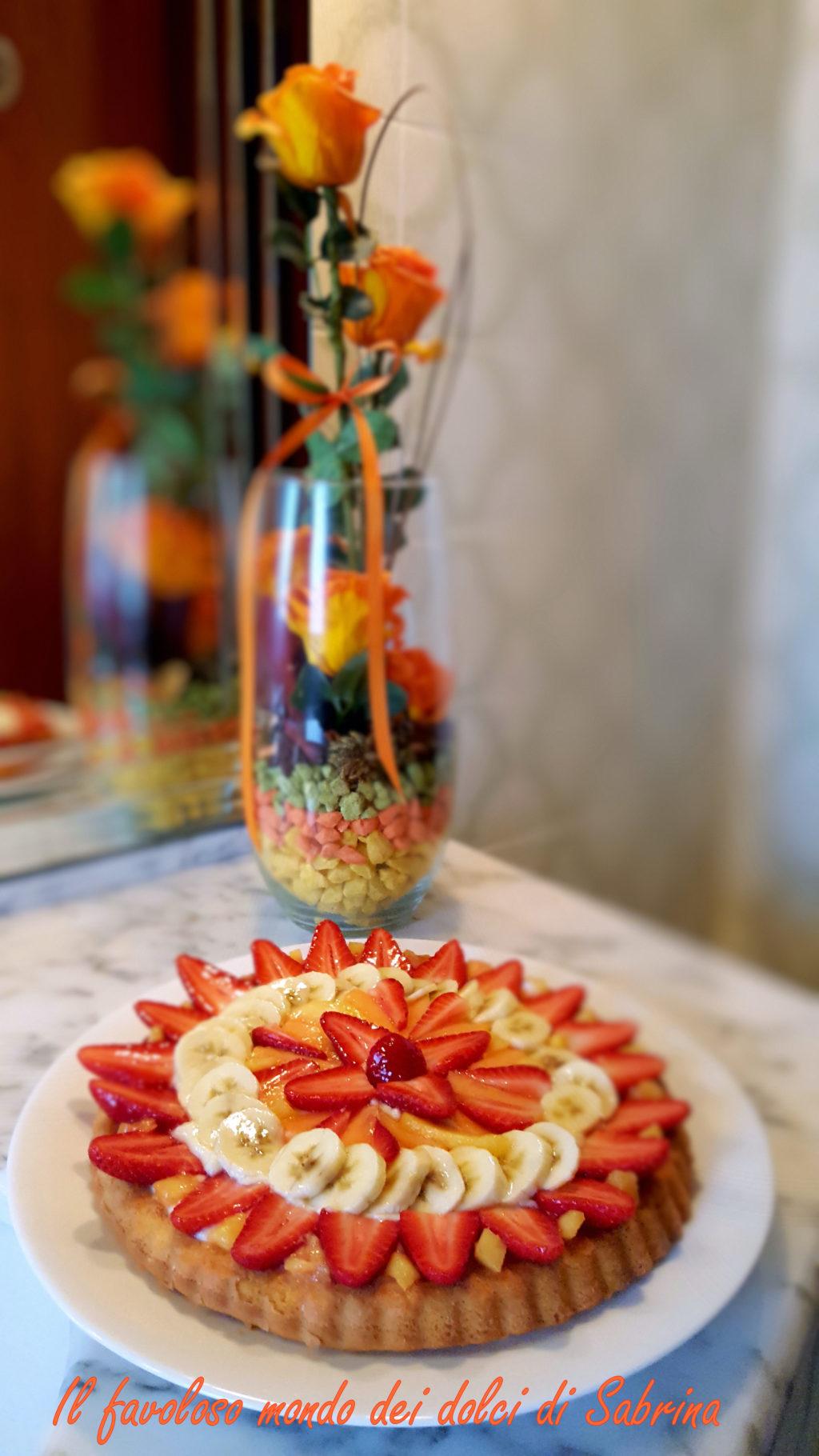 Torta californiana alla frutta con crema pasticcera allo yogurt